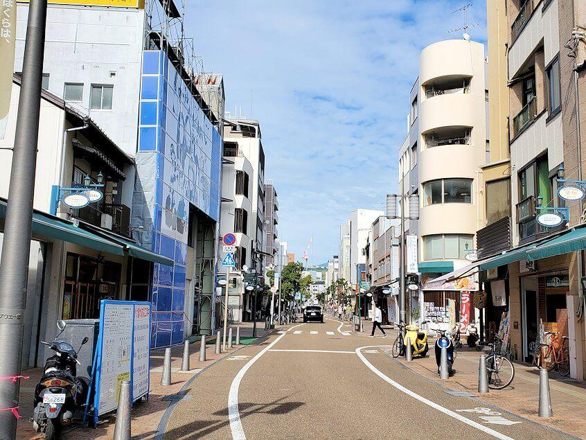 松山市内の大街道周辺から松山城へと向かう