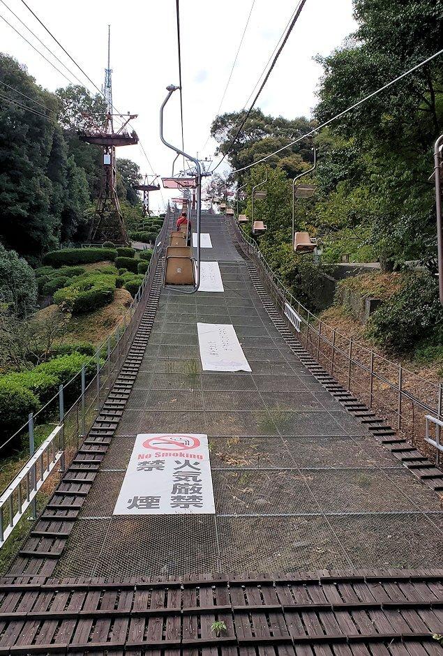 松山城本丸へ昇るリフトからの景色