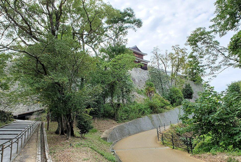 松山城本丸に進む道