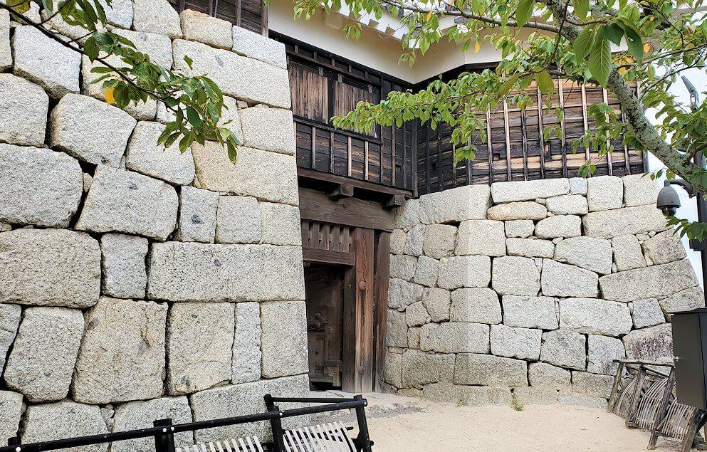松山城筒井門脇にある隠門