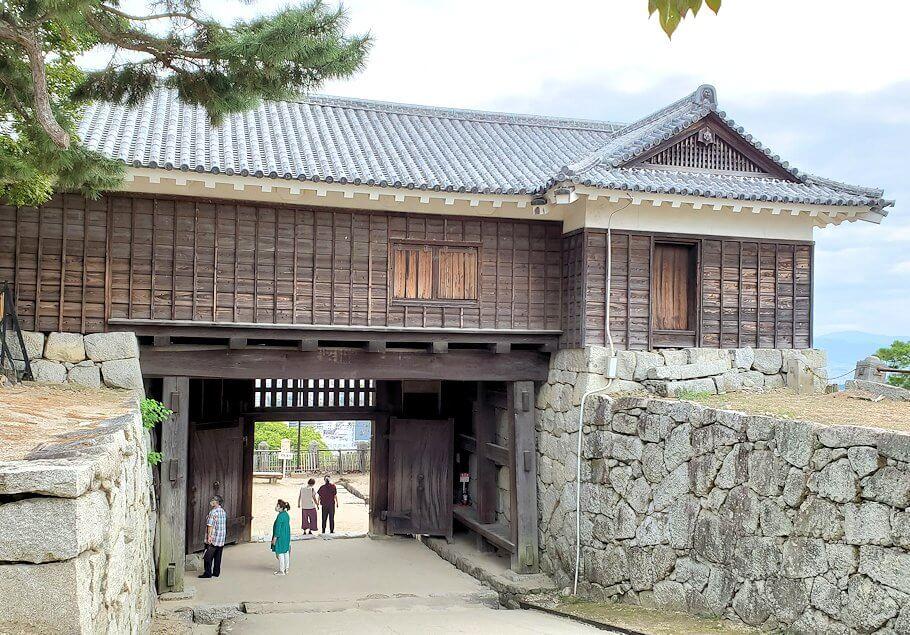 松山城筒井門の裏側から見た写真