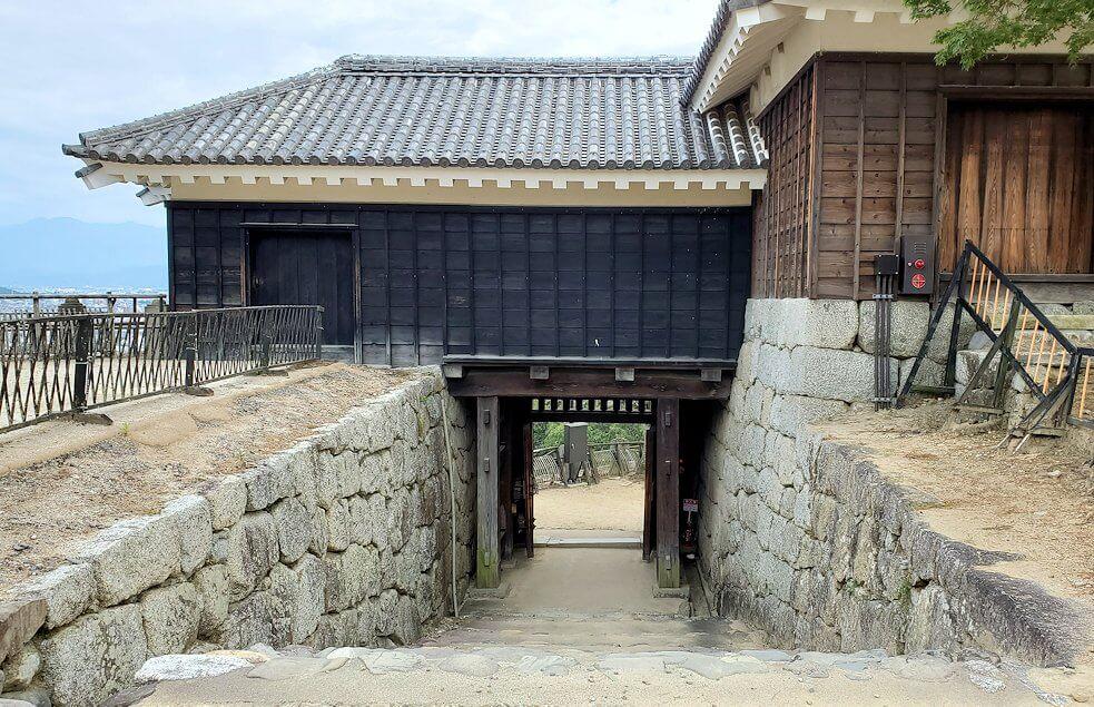 松山城隠門の裏側から見た写真