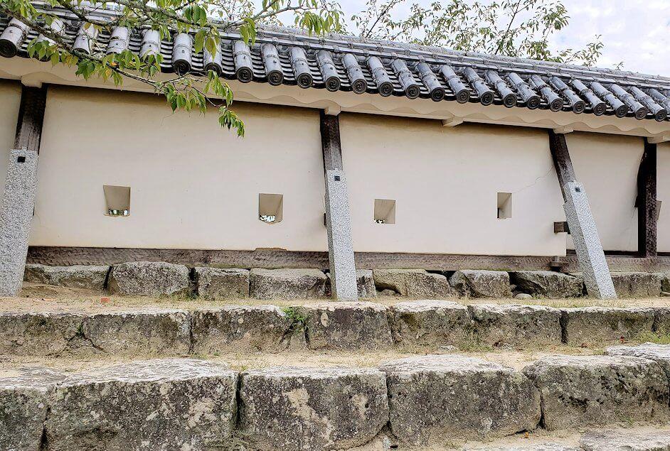 松山城本丸広場にある塀