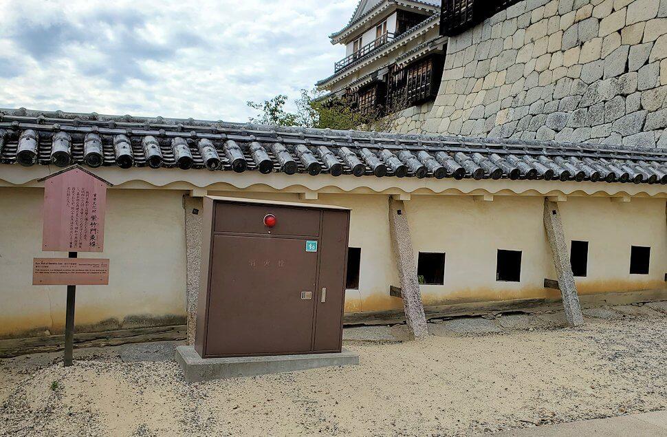 松山城天守閣のある本壇で早速見えてくる「紫竹門東塀」