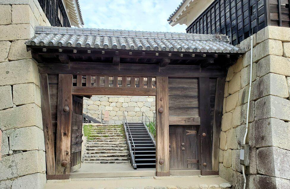 松山城天守閣のある本壇にある「一ノ門」