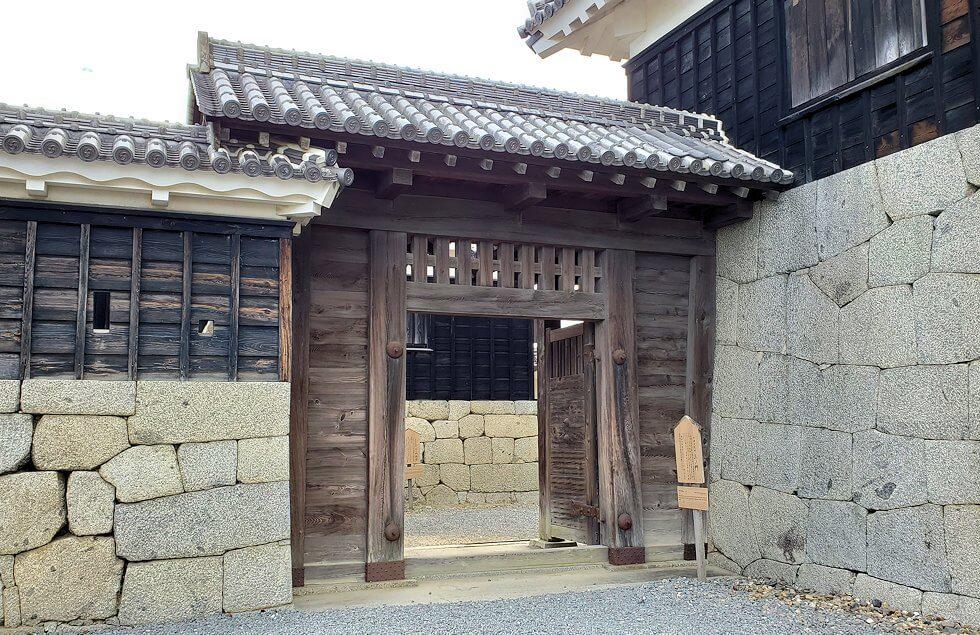 松山城の本壇で「二ノ門」を抜けて更に「三ノ門」に到達