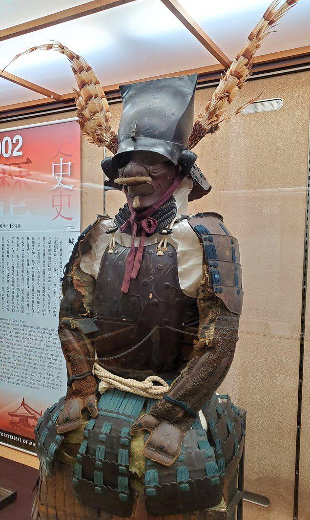 松山城大天守内の2階の展示品の鎧