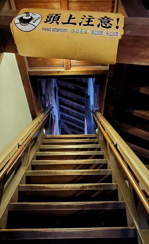 松山城大天守で更に階段を登る1