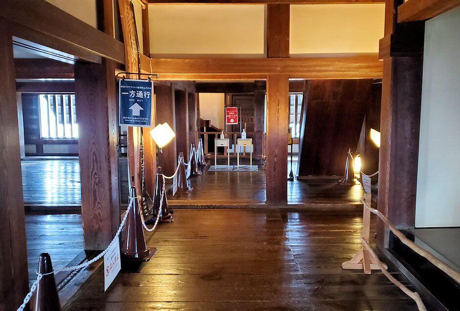 松山城大天守で更に階段を登ってみる光景1