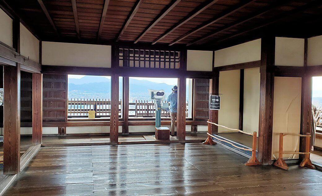 松山城の天守閣フロアの景色1