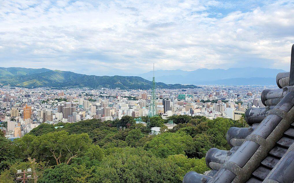 松山城の天守閣フロアから見える景色1