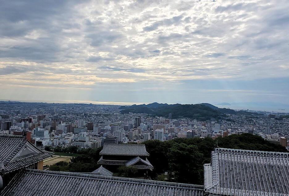 松山城の天守閣フロアから見える景色3