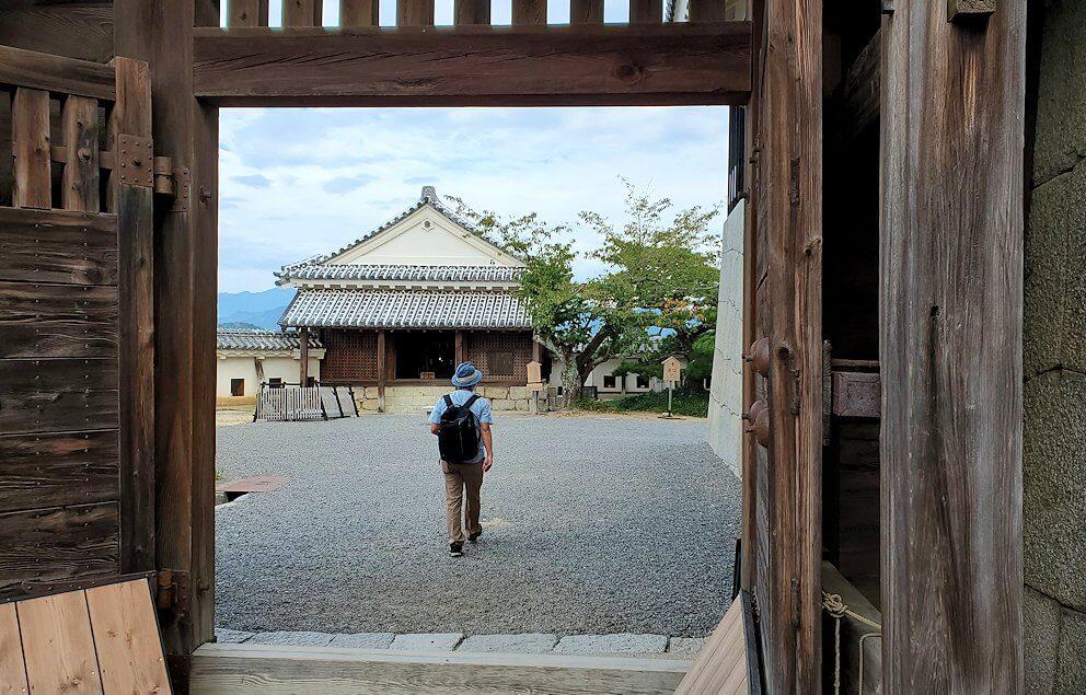 松山城大天守から出る門