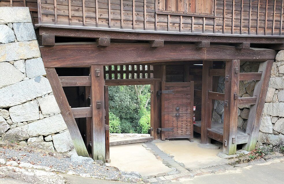 松山城本壇から「乾門」を通る