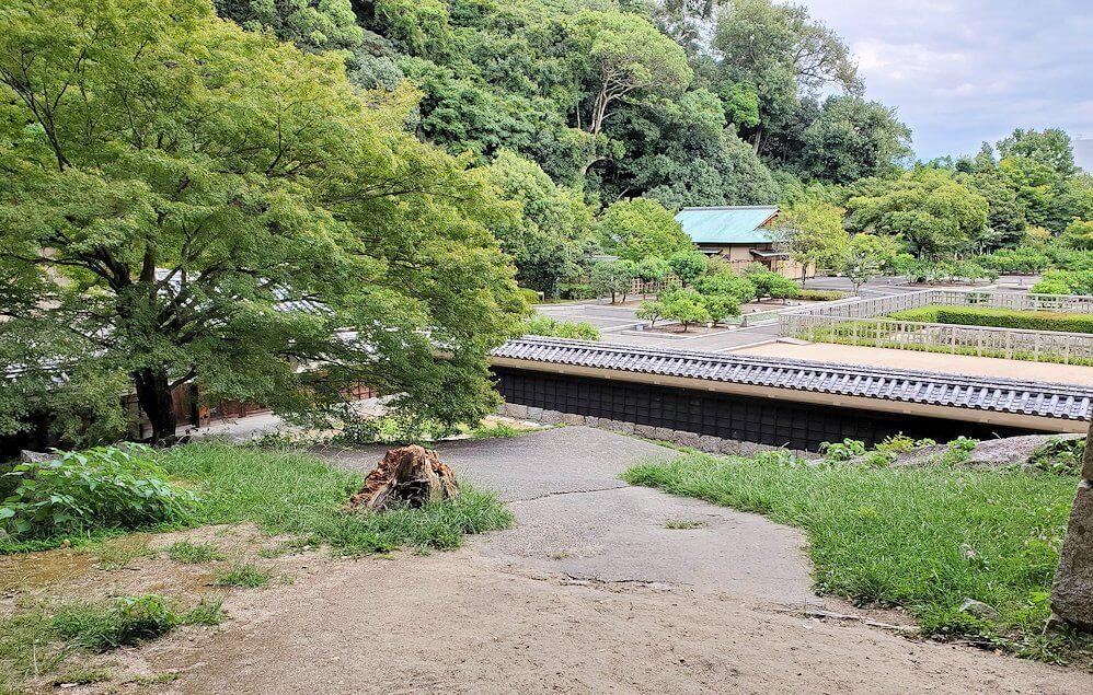 松山城「黒門口登城道ルート」を下ると見えてきた二の丸跡
