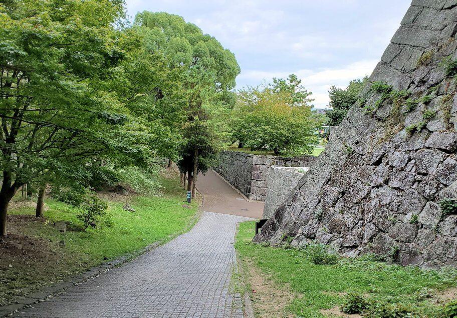 松山城「黒門口登城道ルート」を進む