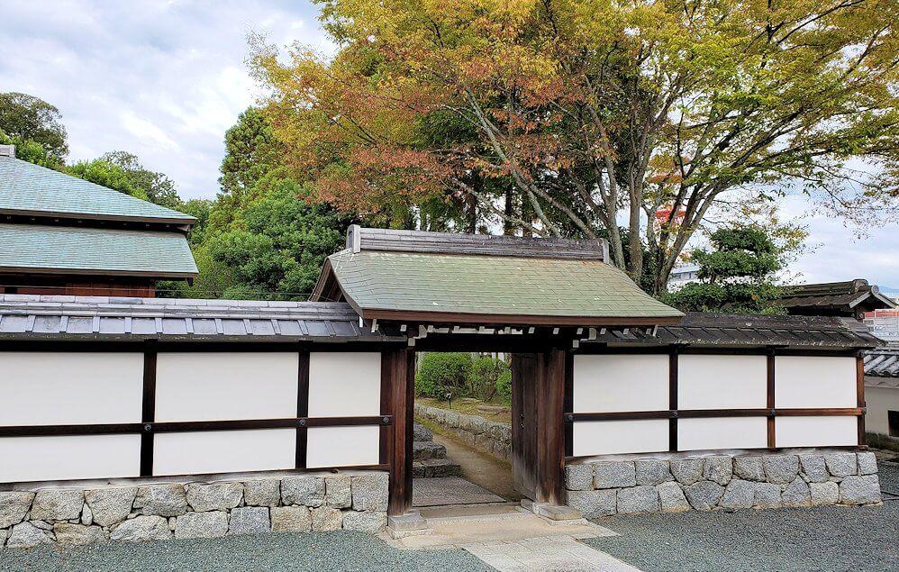 松山城「二之丸史跡庭園」内へ進む1