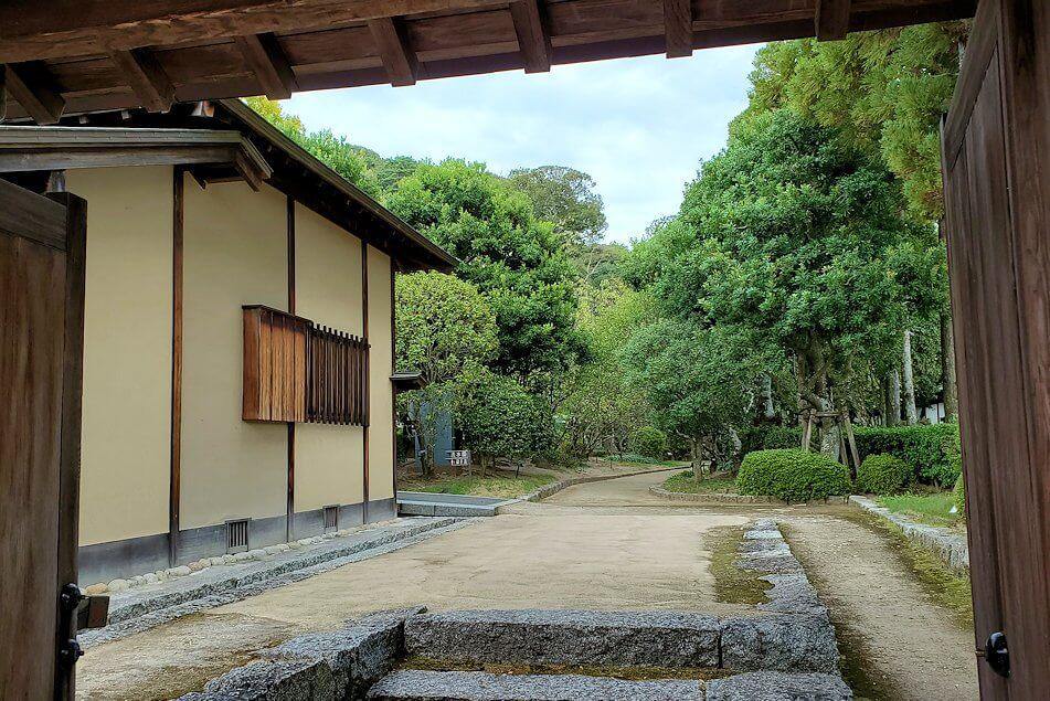 松山城「二之丸史跡庭園」内へ進む2