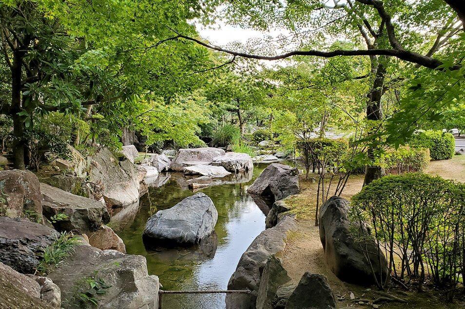 「二之丸史跡庭園」内を散策1
