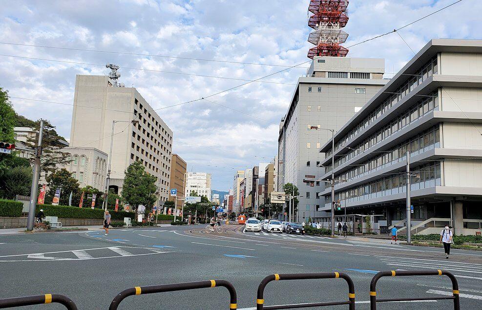二之丸史跡庭園から松山市内へ歩いて向かう
