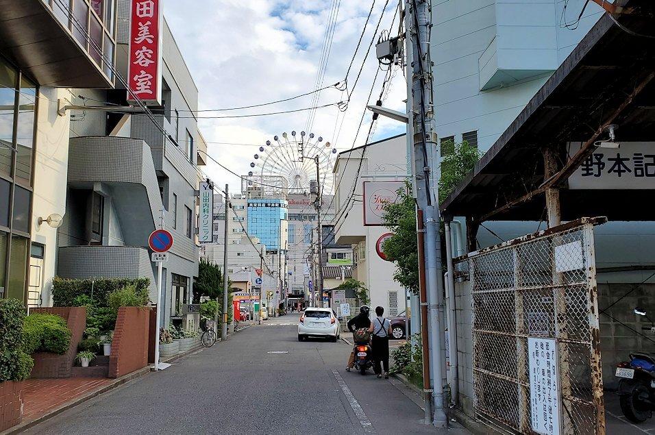 松山市内で観覧車がだんだんと近くに見えてくる