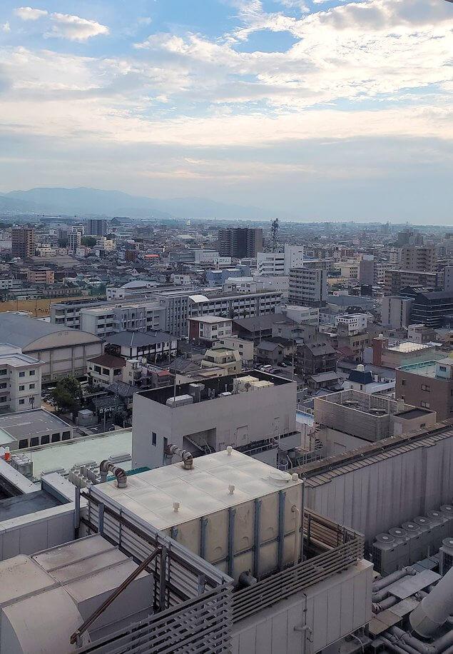 松山市の「大観覧車くるりん」から眺める松山市内の景色