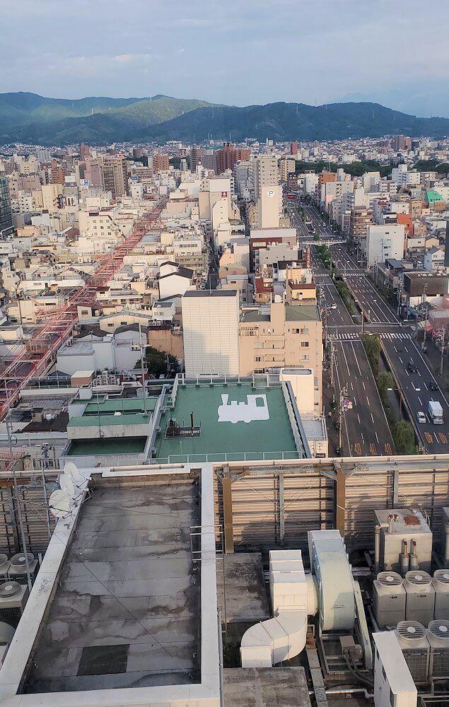 松山市の「大観覧車くるりん」から眺める松山市内の景色1