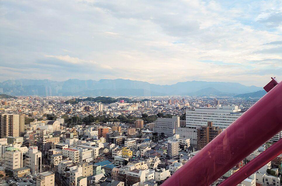 松山市の「大観覧車くるりん」から眺める松山市内の景色4