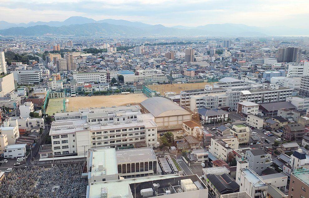 松山市の「大観覧車くるりん」から眺める松山市内の景色5