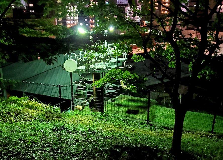 閉まっている松山城のリフト乗り場