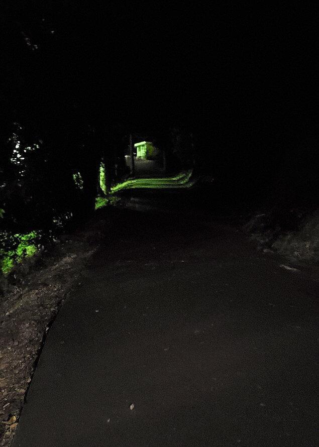 暗い黒門口登城道