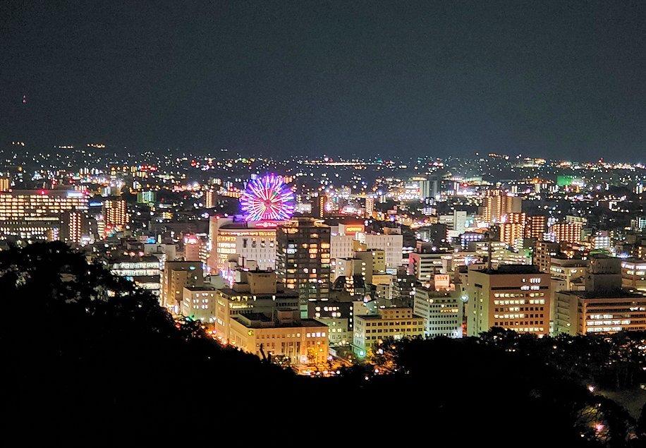 夜の松山城本丸から見える、松山市の夜景2