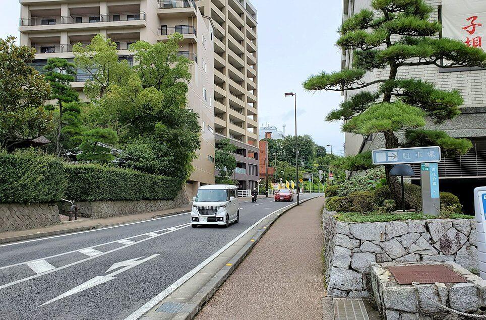 松山市立子規記念博物館の横にあるバスの停留所2
