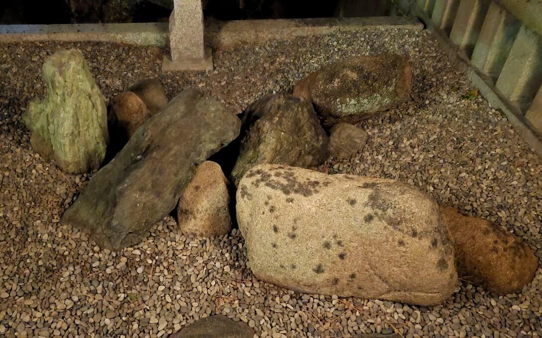 住吉大社内にある「島津忠久の誕生石」