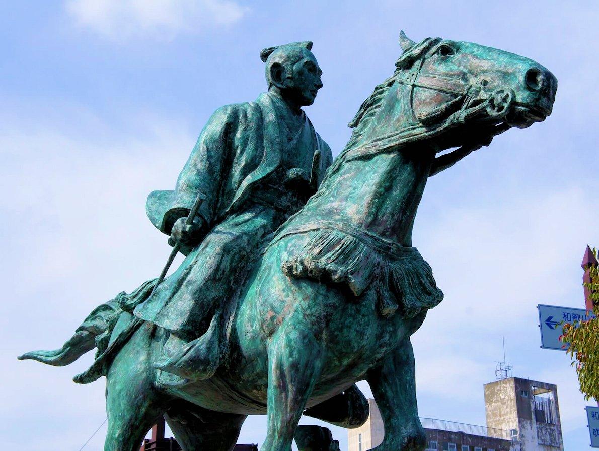 和歌山城近くにある江戸幕府第8代将軍:徳川吉宗の像